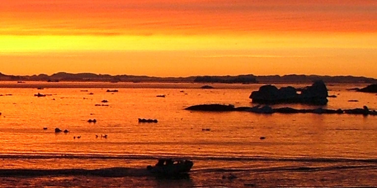 Midnightsun in Diskobay - Greenland,