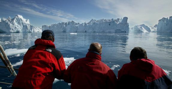 Hvaler, isbjerge og lyse nætter